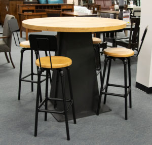 Rustic Style Pub Tabe And Stools